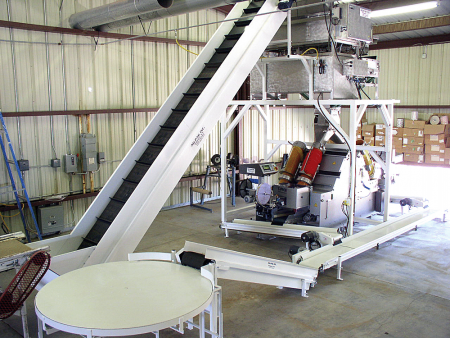Ag-Pak clipper with elevator infeed table